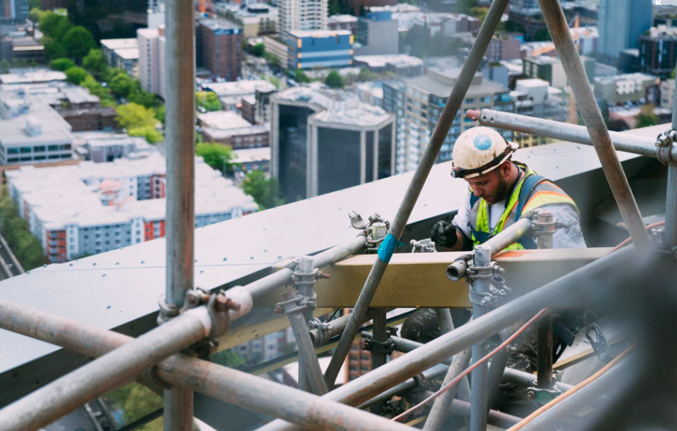 How to reduce risk when hiring contractors